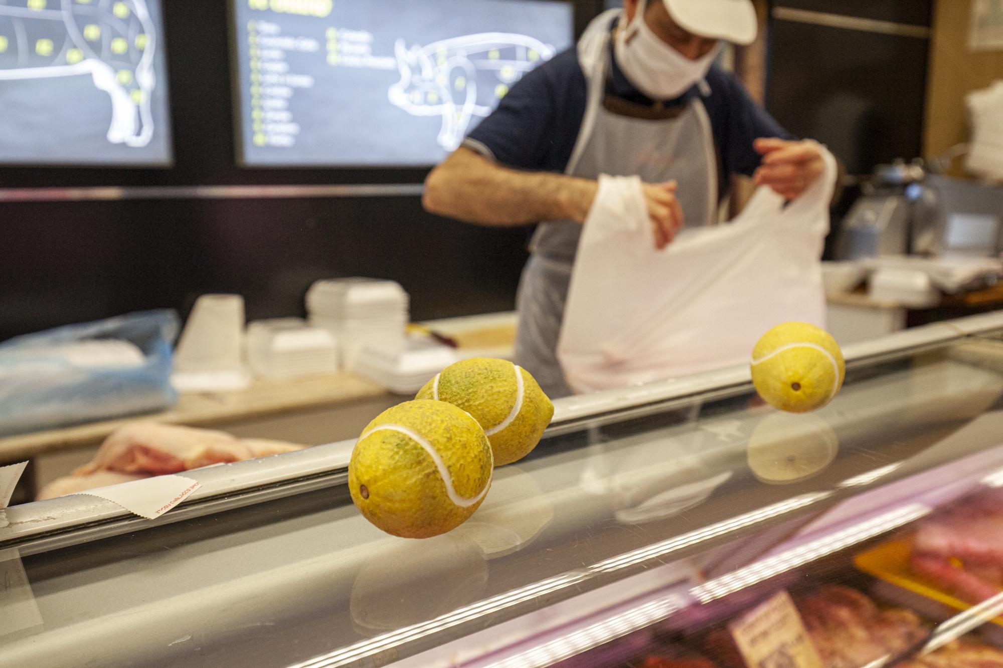 7- Domenico Laterza, limoni da tennis - 10cents- Art At The Supermarket by Giuseppina Giordano- Zero Edition, Mazara del Vallo- ph Benito Frazzetta